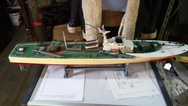 Torpedoboot aus Holz alt l.85 h.26 b.15cm