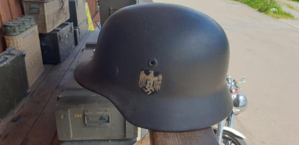 Orginal Wehrmachtshelm M40 mit Splitterschaden