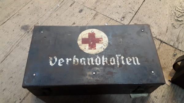 Wehrmachts Fahrzeugverbandskasten leer guet Zustand