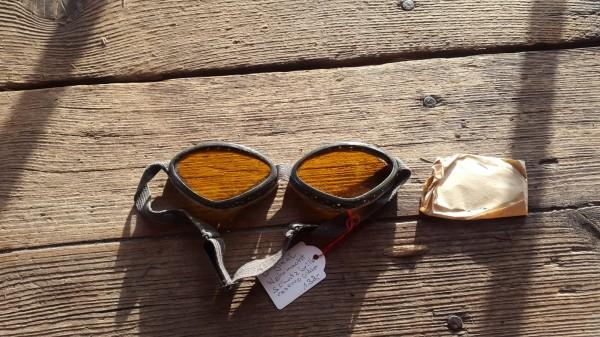 Orginal Wehrmachtsbrille mit Ersatzgläsern mit Schachtel (gestempelt)