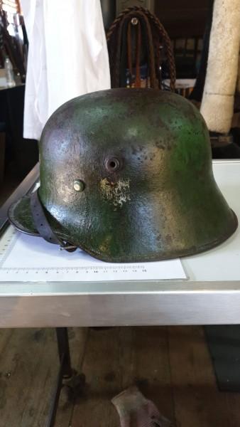 Orginal Helm 1.Wk wurde von der Wehrmacht übernommen