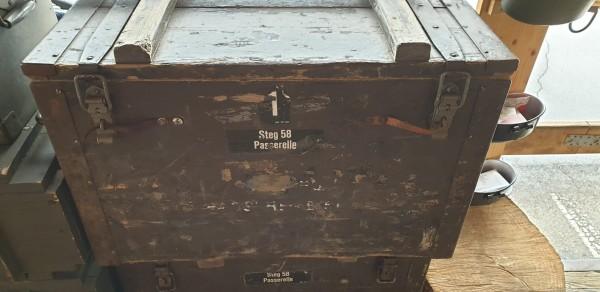 Stegkiste 58 Kiste 1 mit Inhalt CH-Armee