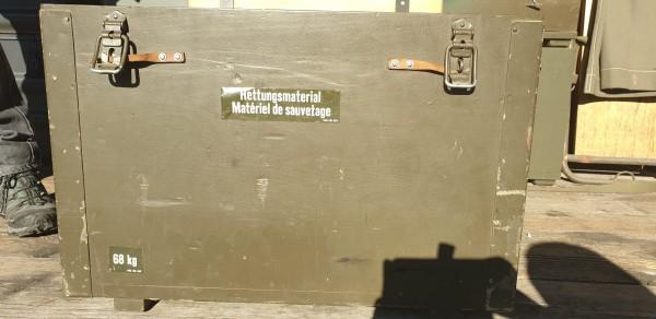 Kiste mit Rettungsmaterial CH-Armee