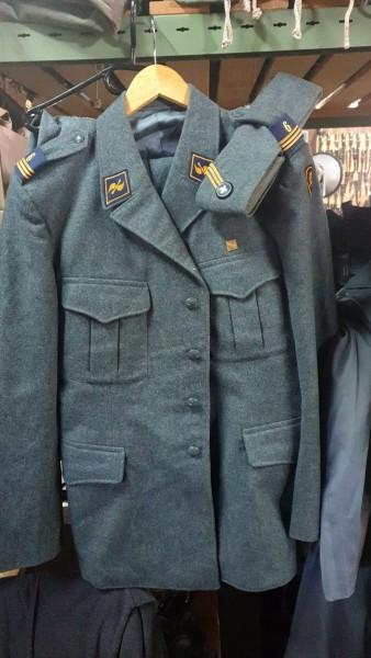 Luftwaffen Uniform Übermittlungstechniker Jacke Hose und Schiffecchen