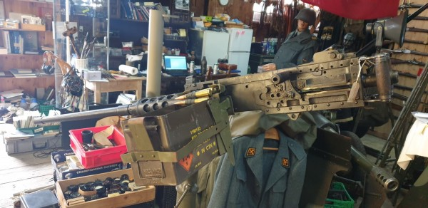 Maschinengewehr BROWNING M2 HB Cal.12,7 mit Lafette
