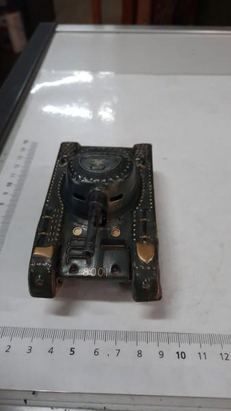 Blechpanzer ohne Schlüssel