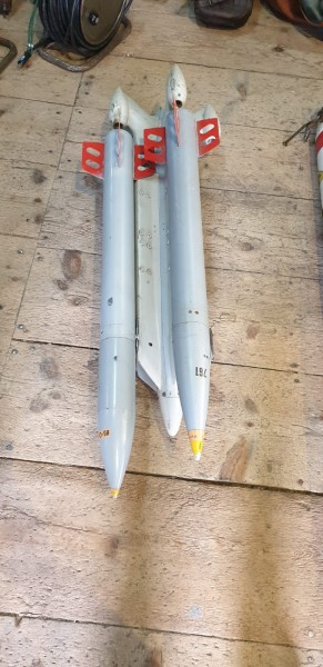 Waffenträger zu Hunter mit 2 Manipulier Raketten CH Luftwaffe