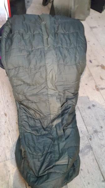 Militärschlafsack neues Model mit Schutzhülle neuwertig